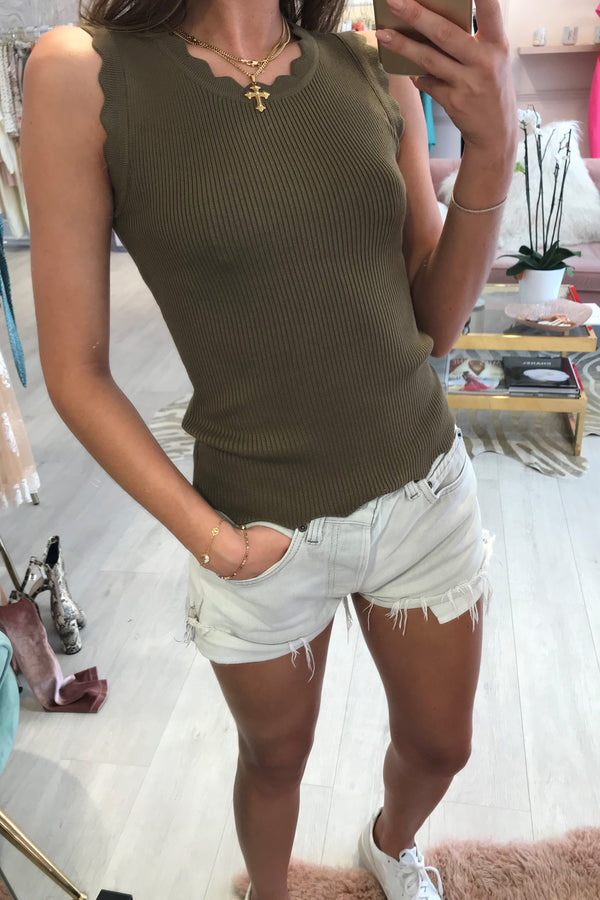 RIBBED SCALLOP KNITTED TOP KHAKI