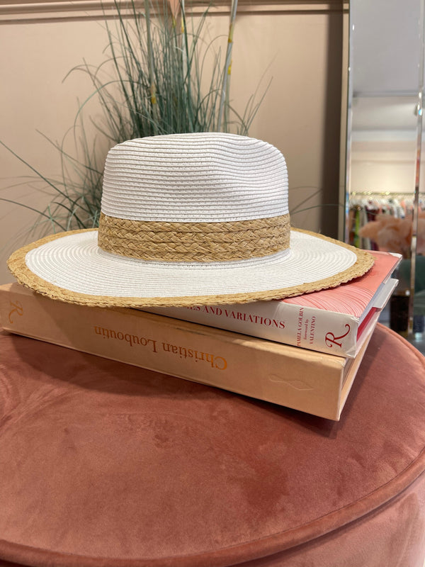 BEACH WHITE STRAW HAT