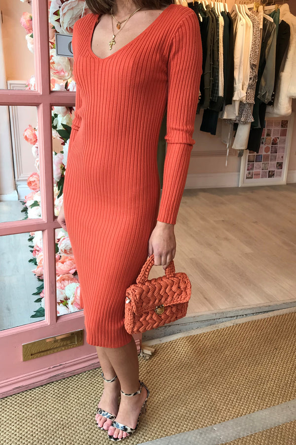 FELICITY VNECK RIBBED RUST MIDI DRESS