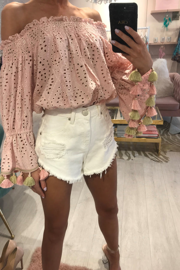 CREAM RIPPED DENIM SHORTS