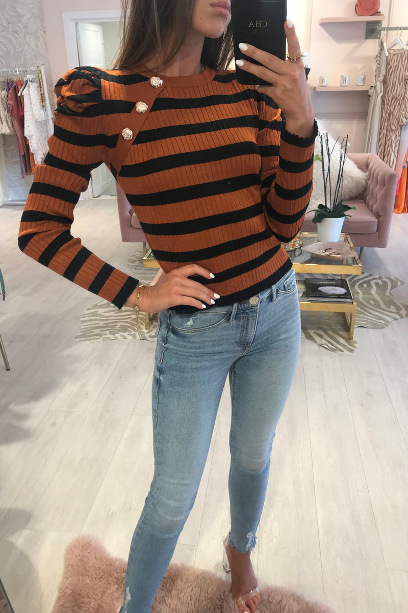 STRIPE BUTTON KNIT TOP RUST