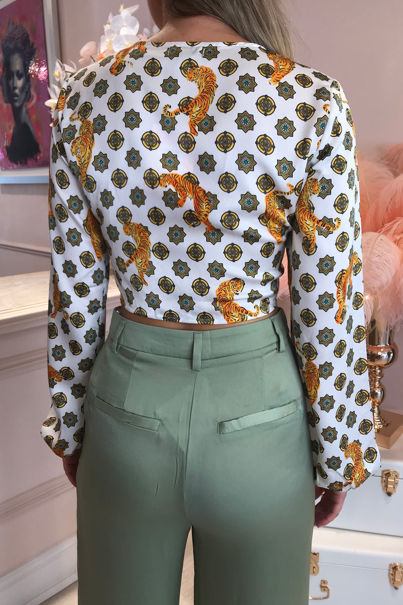 LIONESS PATTERNED WHITE CROPPED BLOUSE