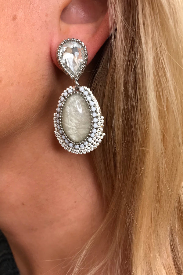 LOLA WHITE BEADED EARRINGS