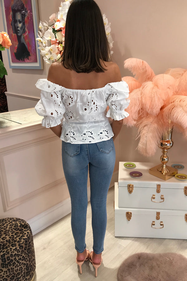 BRIELLE WHITE EMBROIDERED PUFF SLEEVE BLOUSE