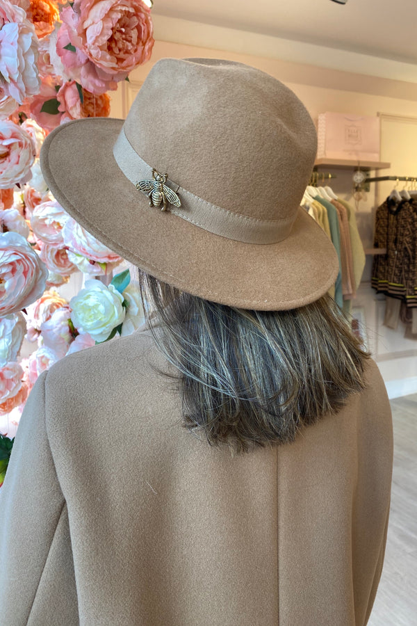 CAMEL FEDORA HAT WITH GOLD BEE DETAIL