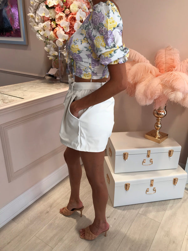 PU FRONT KNOT BELTED SHORTS WHITE