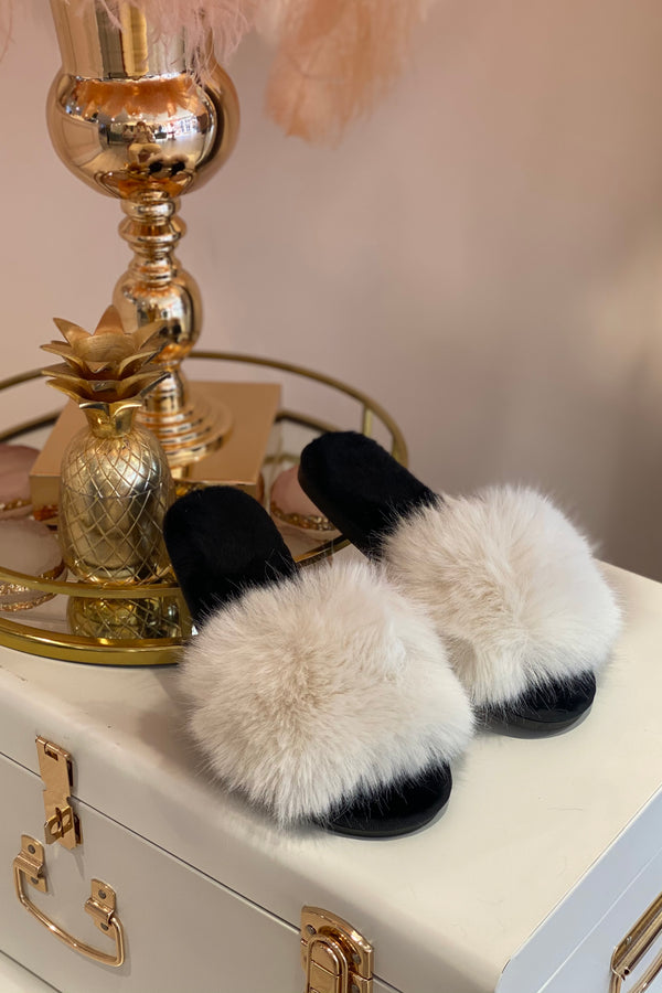 BLACK/WHITE FLUFFY PLAIN SLIPPERS