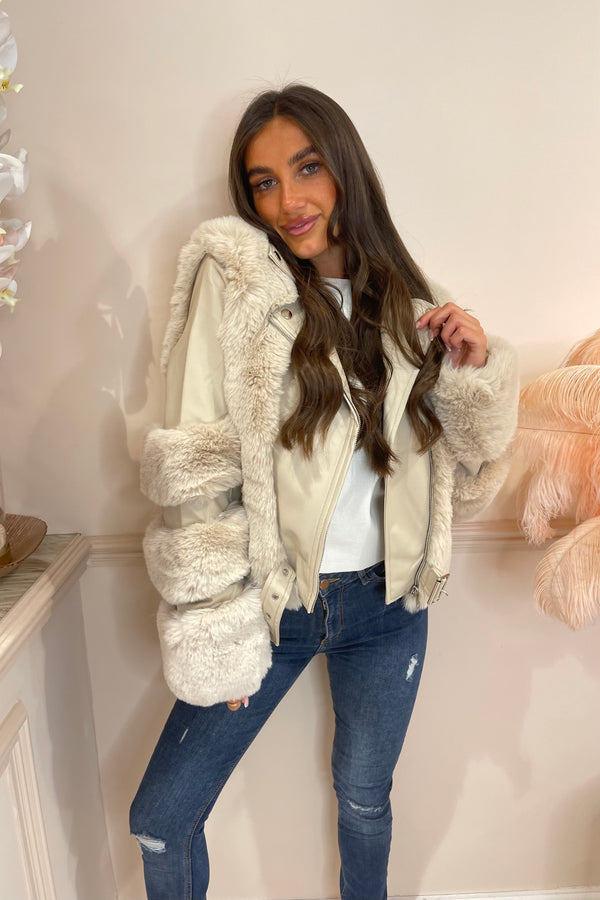 CREAM FAUX FUR BUCKLE COAT