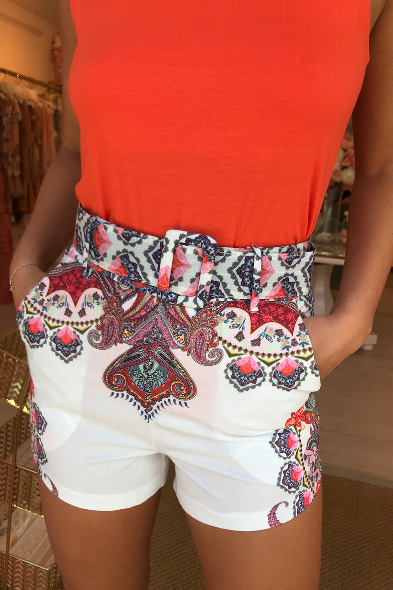 WHITE/FLORAL TAILORED SHORTS WITH BELT