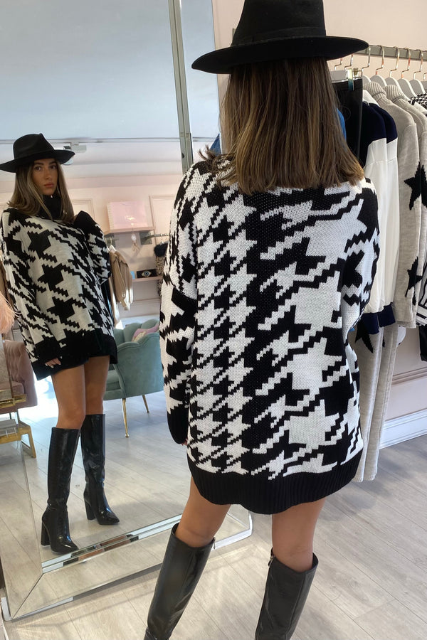 BLACK/WHITE DOG TOOTH KNITTED HIGH NECK OVERSIZED JUMPER
