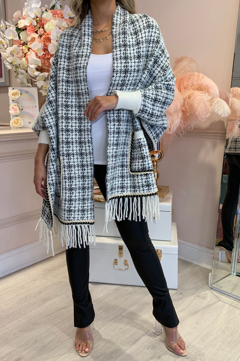 WHITE TWEED KNITTED CAPE WITH TASSEL HEM