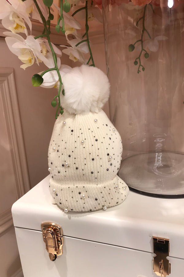 WHITE EMBELLISHED BOBBLE HAT