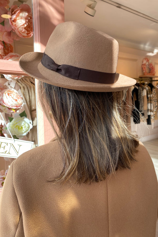 BEIGE/BROWN FEDORA HAT WITH BOW