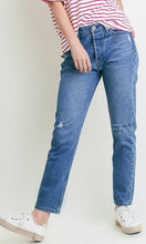 Load image into Gallery viewer, Boyfriend Jeans - Light wash