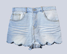 Load image into Gallery viewer, Stephanie Scallop Shorts