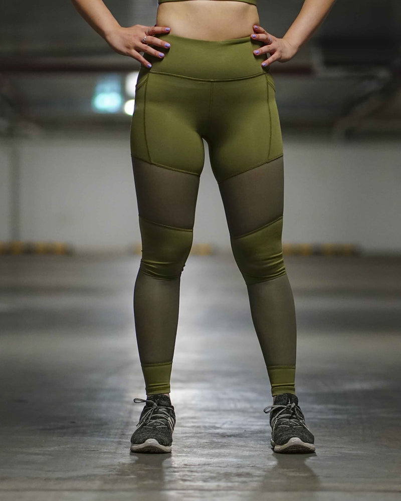 Lee wearing the ELITE X leggings