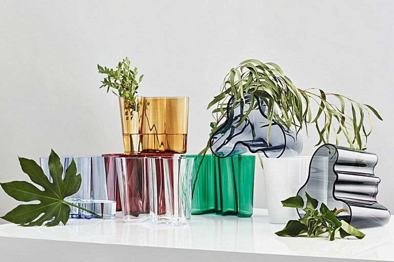 Editors choice: Does coloured glassware have healing properties?