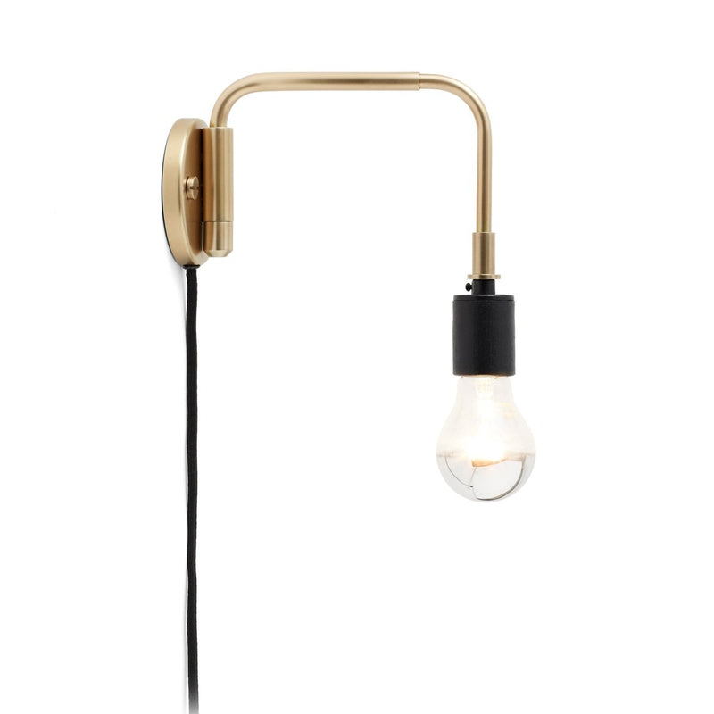 staple-wall-lamp-brass