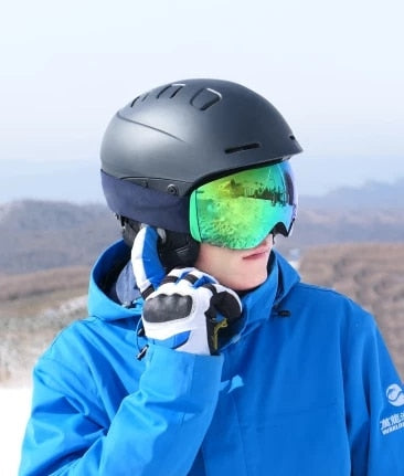"HeatHelmet™ ""My ears haven't been cold at the slopes since I bought the heathelmet"" - Justin"