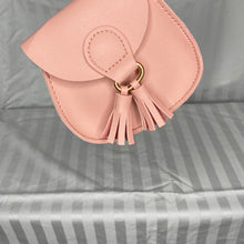 Load image into Gallery viewer, Saddle Purse with Tassels