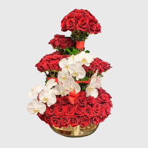 Chic Flowers Arrangement. 300 Roses