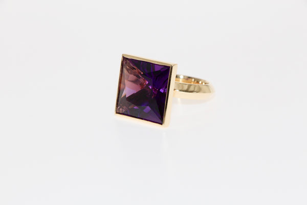 Amethyst cocktail ring, 18 carat gold. Tamahra Prowse jewellery design.