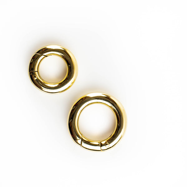 Circle spring clasp in solid 9kt gold. Tamahra Prowse Jewellery Design.