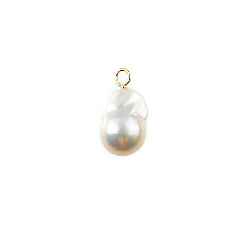 Baroque pearl pendant with small gold loop. Simple setting for an elegant pearl pendant by Tamahra Prowse.