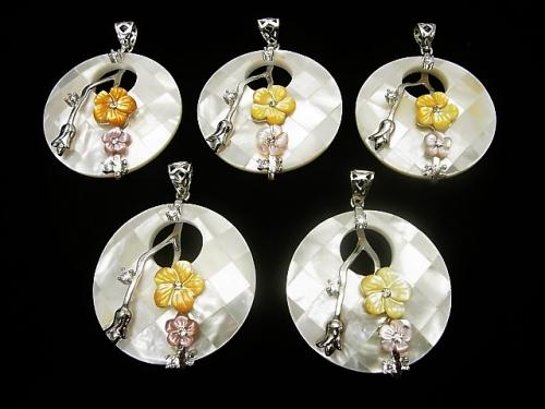 White color mosaic with flowers Shell Coin Pendant 1pc
