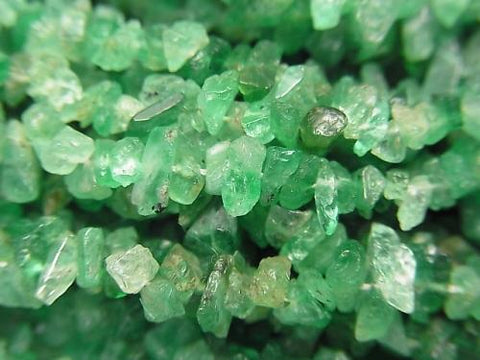1strand $16.99! Emerald AA ++ Chips (Rough Nugget) 1strand (aprx.13inch / 33cm)