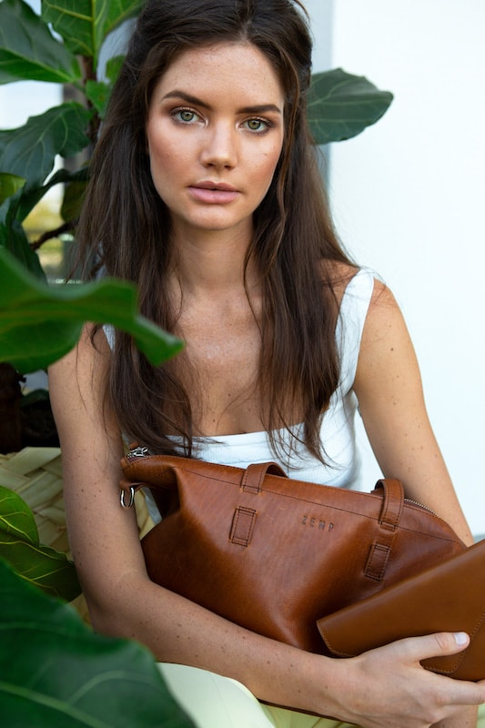 Zemp Molokai On-The-Go Handbag | Chestnut - KaryKase