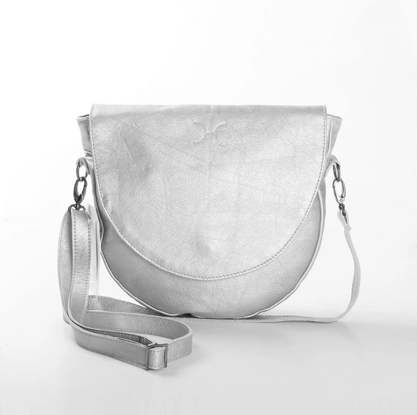 Thandana Saddle Metallic Leather Handbag | Silver - KaryKase