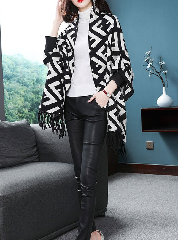 Black & White Printed Batwing Sleeves Cape