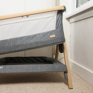 [Tutti Bambini] Cozee Bedside Crib Closeup with Height Adjusted - Not Too Big