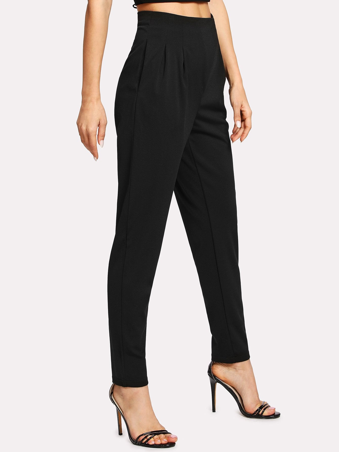 Pleated Detail Tapered Leg Pants
