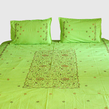Mandala in Pista  Hand embroidered bed linen - inkahaani