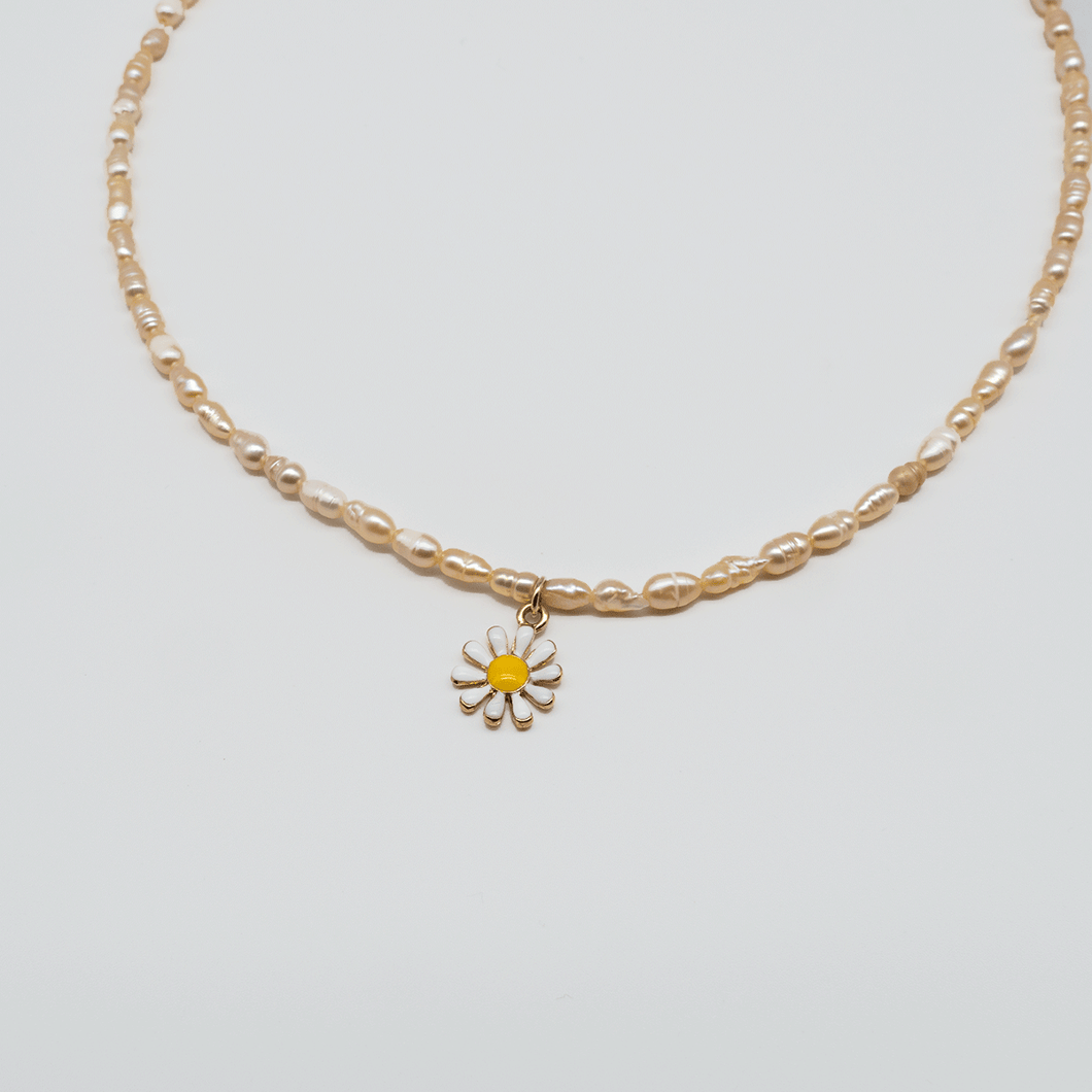 Beaded pearl daisy necklace