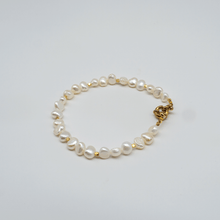 Load image into Gallery viewer, Golden Pearl bracelet