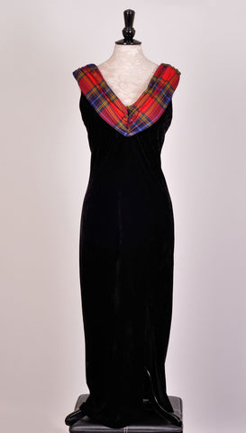 Isla dress in velvet with Tartan Touch Red Tartan