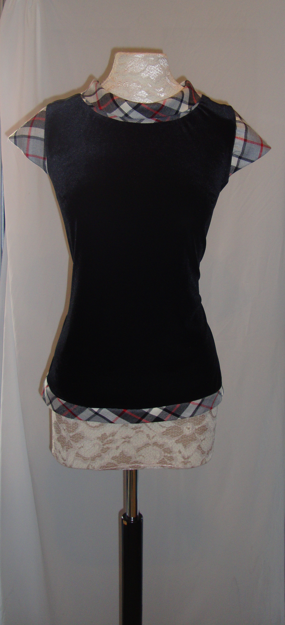 Maggie velvet top with Thomson tartan trim
