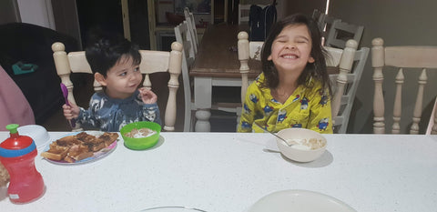 kids eating breakfast