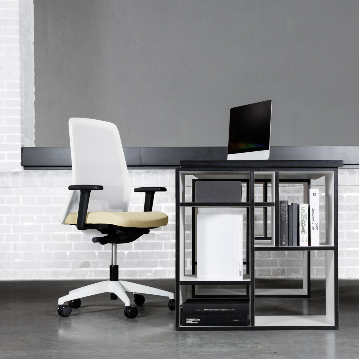Interstuhl Office EVERYIS1 Office Task Chair 182E Seating