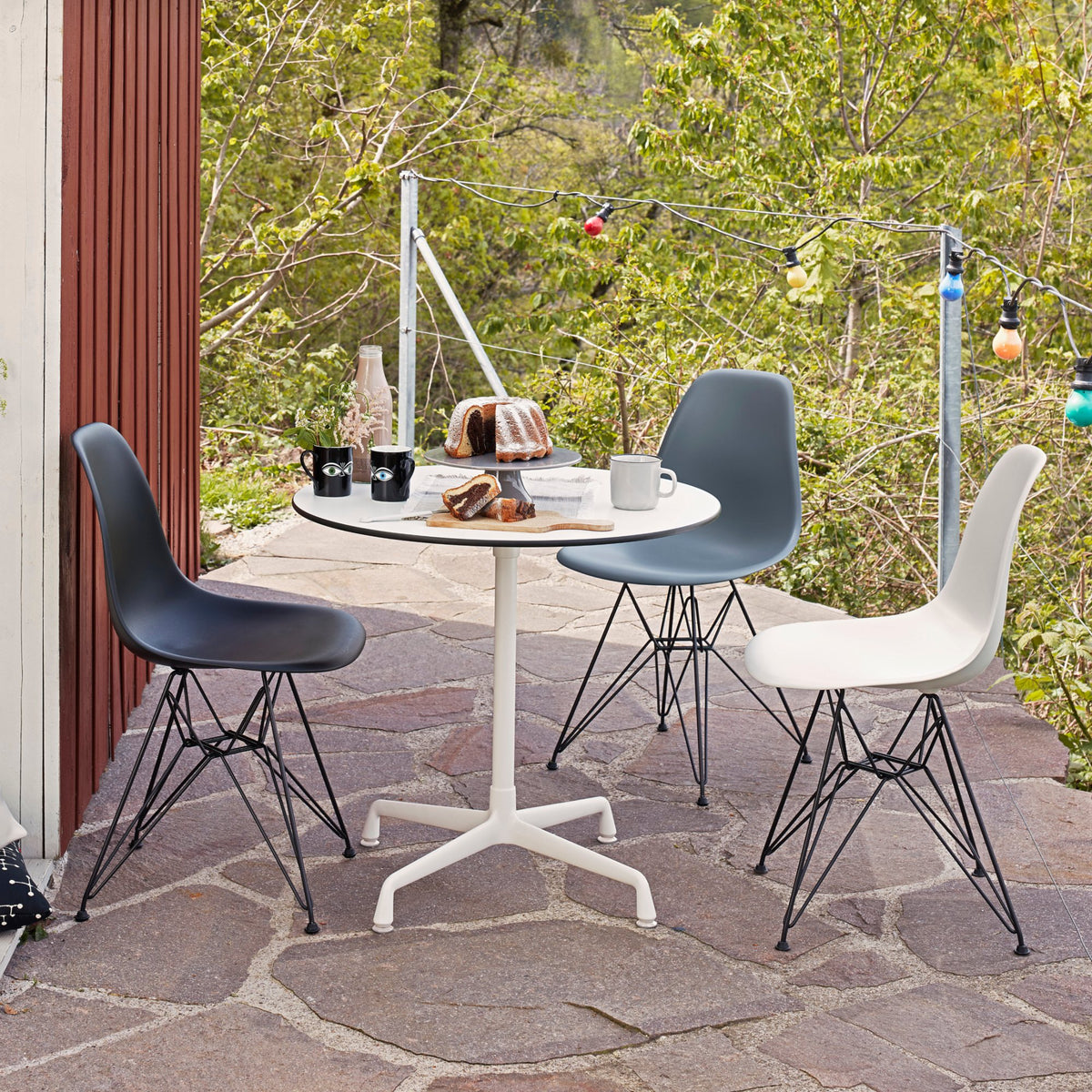 Vitra Eames Plastic Side Chair DSR Powder Coated for Outdoor Use. Courtyard Chair Setting