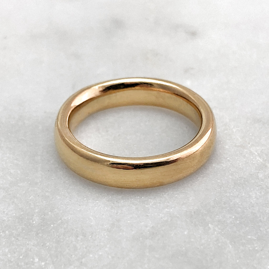 4.6mm Polished 9ct Gold Band