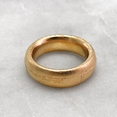 7.9mm Rustic 18ct Gold Band