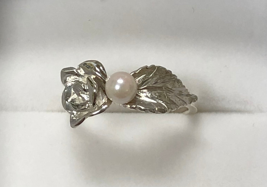 Rose Leaf with Pearl Ring in Sterling Silver