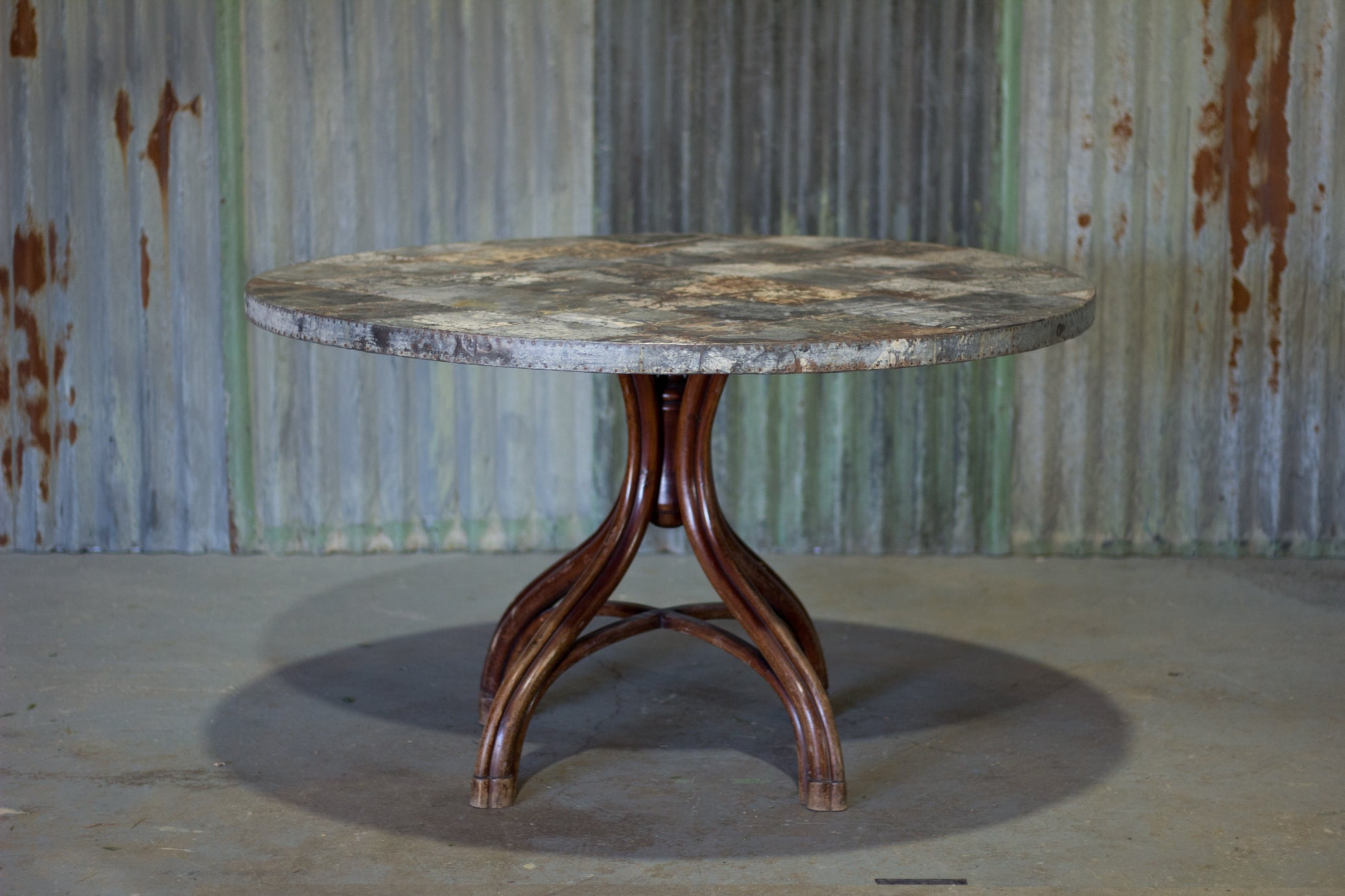 Thonet Round Table