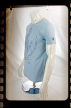 Laden Sie das Bild in den Galerie-Viewer, Shirt - Sky Blue Crest