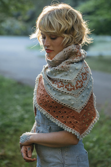 Golden Hour Shawl Kit in VINTAGE yarn, by Angela Mowry