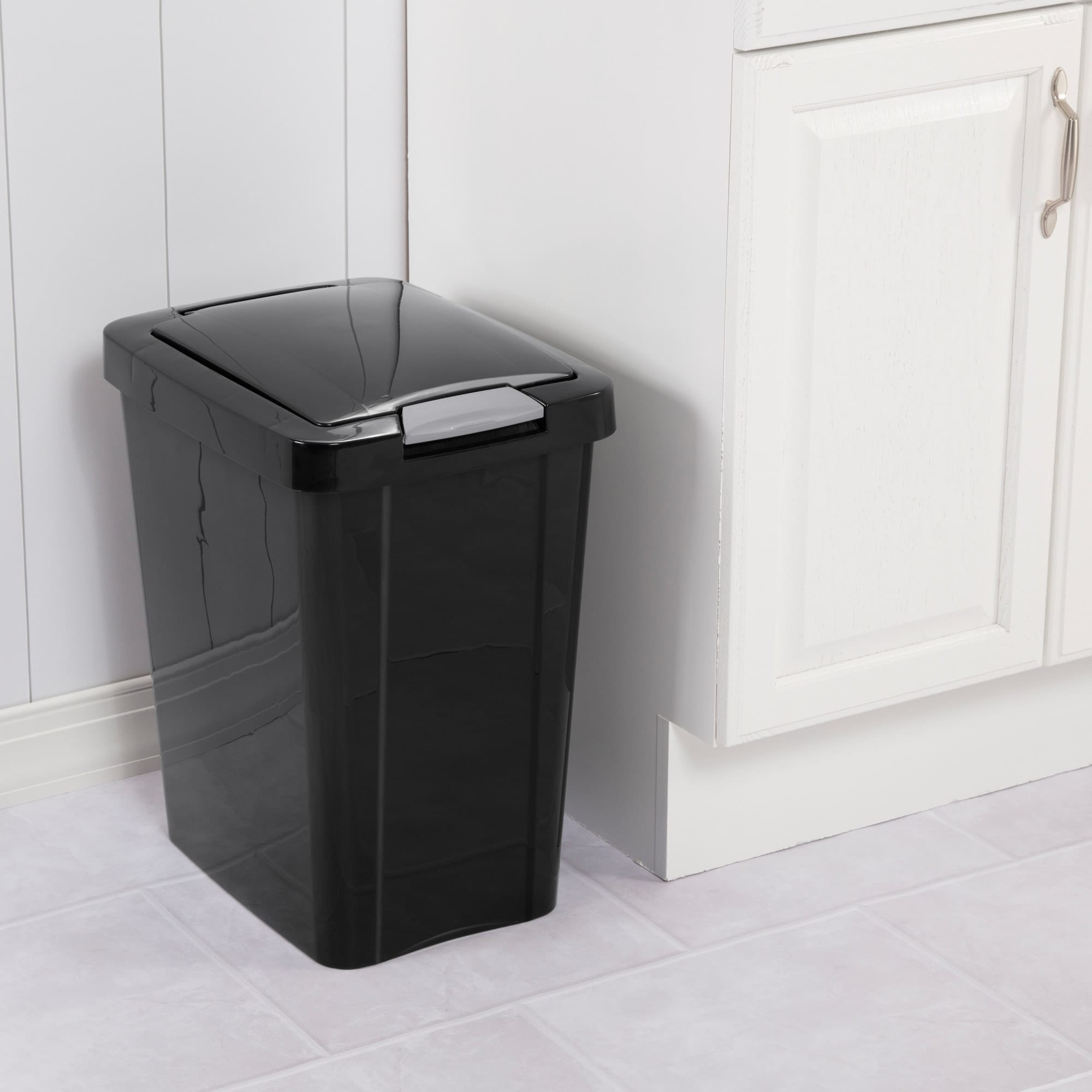 Sterilite  7.5 Gallon / 28 Liter TouchTop™ Wastebasket Black